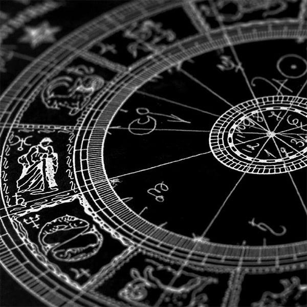 φωτο astrologia.com.gr Χαρτομαντεία, Χαρτομάντης - Ταρώ